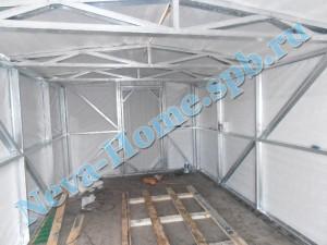 Вид металлического гаража изнутри